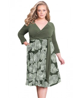 Plus Size Grass Green 3/4 Sleeve Contrast Print Dress